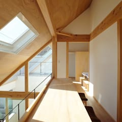Corridor & hallway by 一級建築士事務所 青木設計事務所, Asian Wood Wood effect