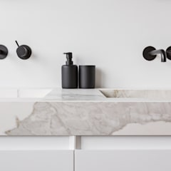 Interior Design second home:  Badkamer door InHouse Design, Modern
