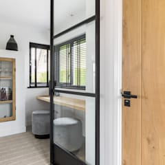 Interior Design second home:  Gang en hal door InHouse Design,