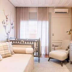 Cuartos para bebés de estilo  por Carolina Fagundes - Arquitetura e Interiores, Clásico