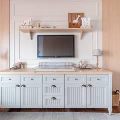 Dormitorios de bebé de estilo  por Carolina Fagundes - Arquitetura e Interiores, Clásico