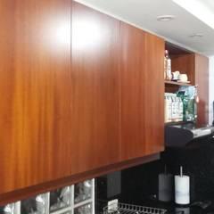 Remodelación cocina - Bogotá: Armarios de cocinas de estilo  por NetCom Construcciones, Clásico