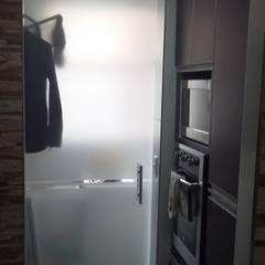 ประตูกระจก โดย NetCom Construcciones, โมเดิร์น