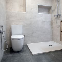 Bathroom by Grupo Inventia, Mediterranean Ceramic