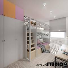 Chambre bébé de style  par MIKOŁAJSKAstudio ,