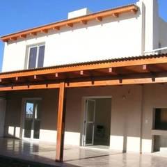 : Casas multifamiliares de estilo  por Rojas Guri Arquitectos,Moderno Ladrillos