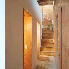 MILK CARTON HOUSE: .8 / TENHACHIが手掛けた廊下 & 玄関です。,