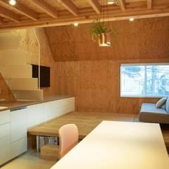MILK CARTON HOUSE: .8 / TENHACHIが手掛けたダイニングです。,オリジナル 木 木目調