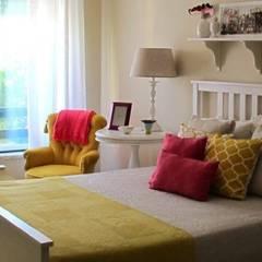 Ericeira - Um apartamento na vila Quartos campestres por Rafaela Fraga Brás Design de Interiores & Homestyling Campestre Madeira Acabamento em madeira