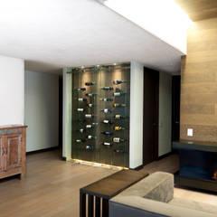 Bodegas de vino de estilo  por NATALIA MENACHE ARQUITECTURA,