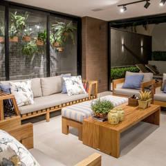 Balcón de estilo  por Carolina Fagundes - Arquitetura e Interiores, Moderno