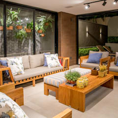 Balcón de estilo  por Carolina Fagundes - Arquitetura e Interiores,
