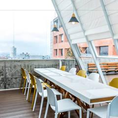 Oficinas Grupo Enobra® & Parnet and Parnet, Bogotá: Terrazas de estilo  por Grupo enobra, Moderno Madera Acabado en madera