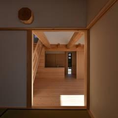 غرفة الميديا تنفيذ 水野設計室, أسيوي