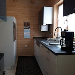 THULE Blockhaus GmbH - Ihr Fertigbausatz für ein Holzhaus의  작은 주방, 러스틱 (Rustic) 우드 우드 그레인