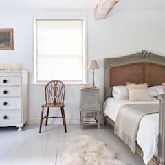 Small bedroom by Hart Design and Construction , Country