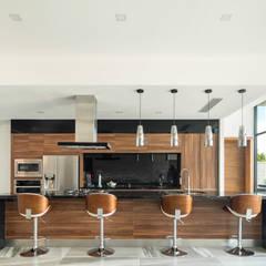 Casa Terrazas: Cocinas de estilo  por Garza Maya Arquitectos, Moderno Madera Acabado en madera
