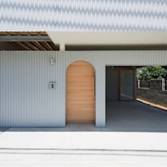 Garage/shed by FUMIASO ARCHITECT & ASSOCIATES/ 阿曽芙実建築設計事務所, Eclectic