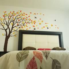 Small bedroom by Vinilos Agogo, Classic