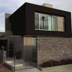 Casas pequeñas de estilo  por EM  Arquitectura , Minimalista Piedra