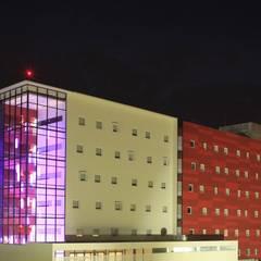 Hotel Encore Guadalajara: Hoteles de estilo  por Echauri Morales Arquitectos, Moderno