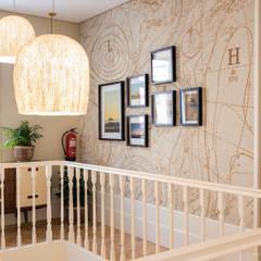 Harbour Inn, Guest House - Projeto SHI Studio Interior Design: Escadas  por SHI Studio, Sheila Moura Azevedo Interior Design,