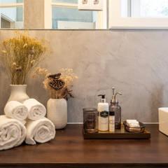 Harbour Inn, Guest House - Projeto SHI Studio Interior Design: Casas de banho  por SHI Studio, Sheila Moura Azevedo Interior Design,Moderno