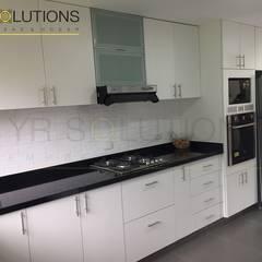 Remodelación Cocina Sta Cruz - San Isidro: Cocinas de estilo  por YR Solutions,