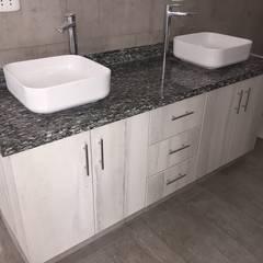 Muebles de Baño y Piedra: Baños de estilo  por YR Solutions, Moderno