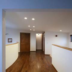 Corridor & hallway by 一級建築士事務所あとりえ,