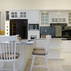 Interior Citra Klasik: Dapur built in oleh PT Membangun Harapan Sukses,
