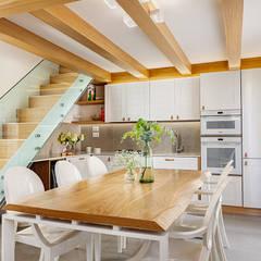 Petites cuisines de style  par manuarino architettura design comunicazione,