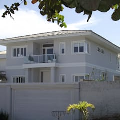 Casas unifamiliares de estilo  por Fabiana Candini Arquitetura e Interiores,