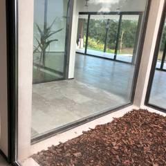 Casa Moderna Future House : Pasillos y recibidores de estilo  por Maximiliano Lago Arquitectura - Estudio Azteca,Moderno