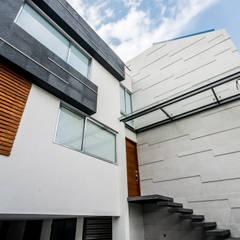 CASA GAMMA: Villas de estilo  por MOVE DESIGN, Moderno Concreto