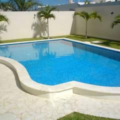 Kolam renang halaman oleh ALBERCAS Y MAS, Modern Beton