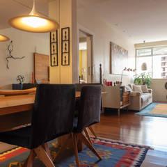 Apartamento Compacto com Feng Shui e Cor Salas de jantar ecléticas por Arquinovação Eclético Madeira Efeito de madeira