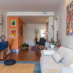 Apartamento Compacto com Feng Shui e Cor Salas de estar ecléticas por Arquinovação Eclético Madeira Efeito de madeira