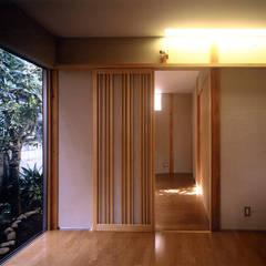 千歳船橋の家: 光風舎1級建築士事務所が手掛けた寝室です。,ラスティック 木 木目調