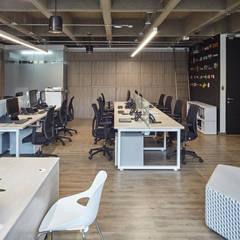 MBA Networks : Estudios y despachos de estilo  por Servex Colombia, Minimalista