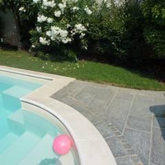 مسبح حديقة تنفيذ Alessandra Vellata Architetto , ريفي حجر