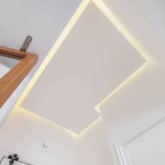 Remodelação de apartamento Corredores, halls e escadas modernos por FEMMA Interior Design Moderno