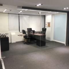 Oficinas y Tiendas de estilo  por EA ARCHITECTURE & FURNITURE,