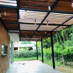 VIVIENDA MULTIFAMILIAR : Terrazas de estilo  por SEQUOIA. Projects & Designs, Moderno