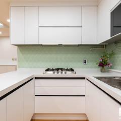 신정동 제이월드빌 41py: 곤디자인 (GON Design)의  주방 설비,모던