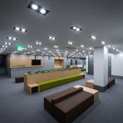Hospitals by 므나 디자인 스튜디오, Modern