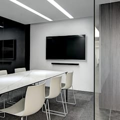 Offices & stores توسط奕所設計有限公司, مینیمالیستیک