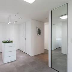 분당구 백현동 A 아파트|Residence: 므나 디자인 스튜디오의  드레스 룸,모던