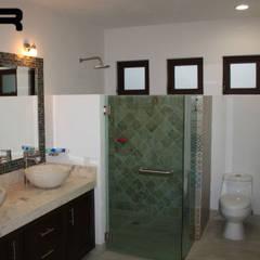 에클레틱 욕실 by Rabell Arquitectos 에클레틱 (Eclectic)