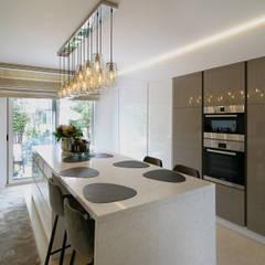 Moderne villa bij Antwerpen Moderne keukens van Marcotte Style Modern Marmer